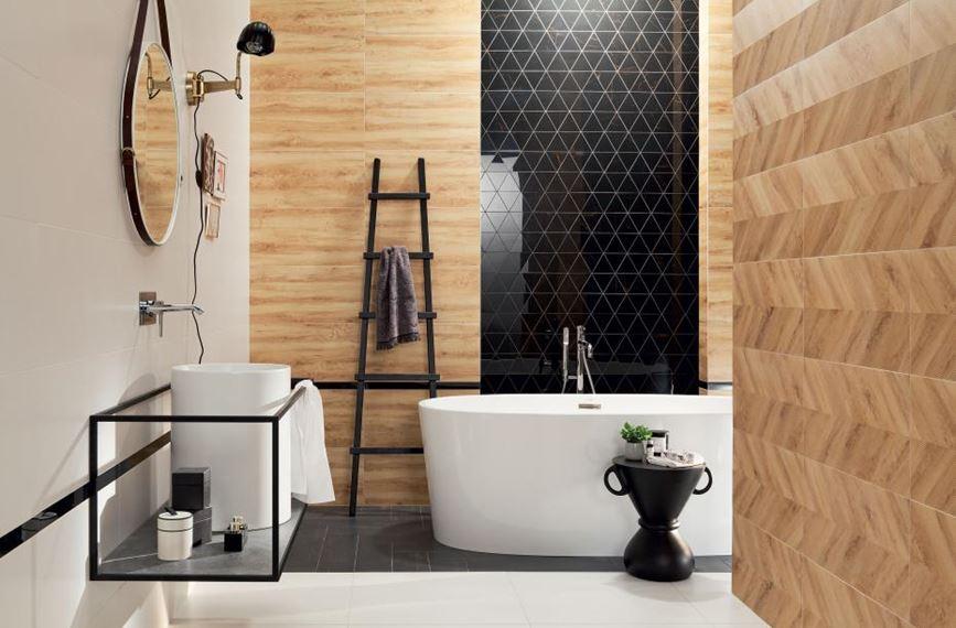 Nowoczesna łazienka z mozaika i płytką drewnopodobną