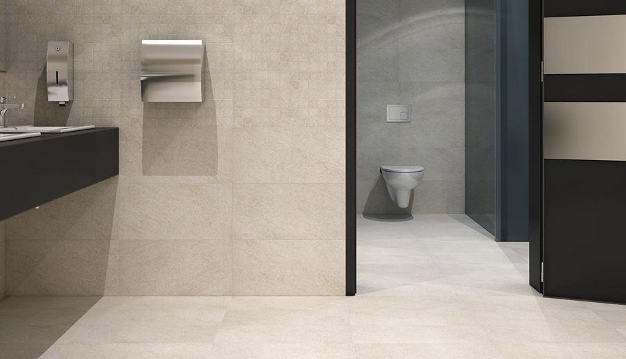 Ściana toalety publicznej wykończona mozaiką i płytką uniwersalną Opoczno Karoo