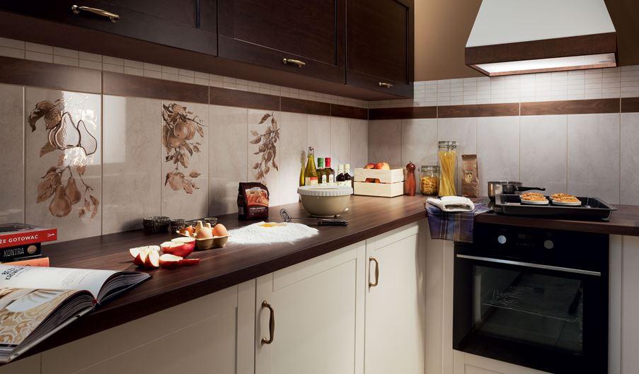 Kuchnia w beżach i brązach z owocowymi dekorami Domino Enna Fruits
