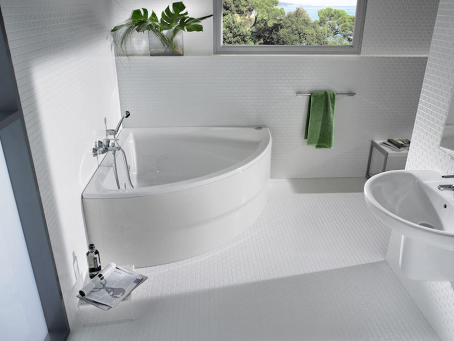 Jasna łazienka z wanną narożną symetryczną