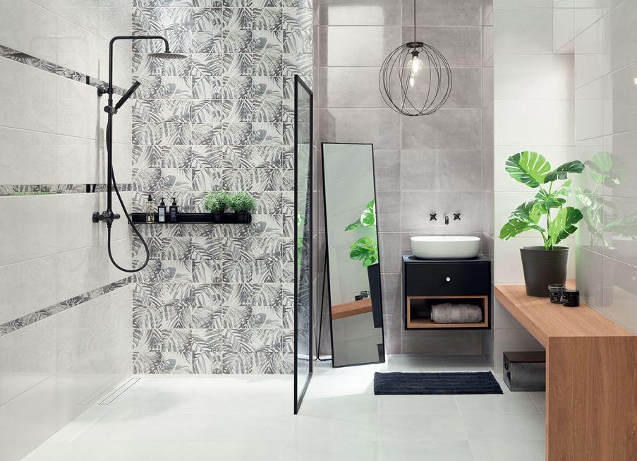 Biało-szara łazienka z dekoracyjną ścianą
