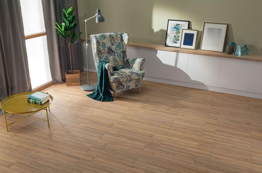 Salon z brązową podłogą Domino Aspen