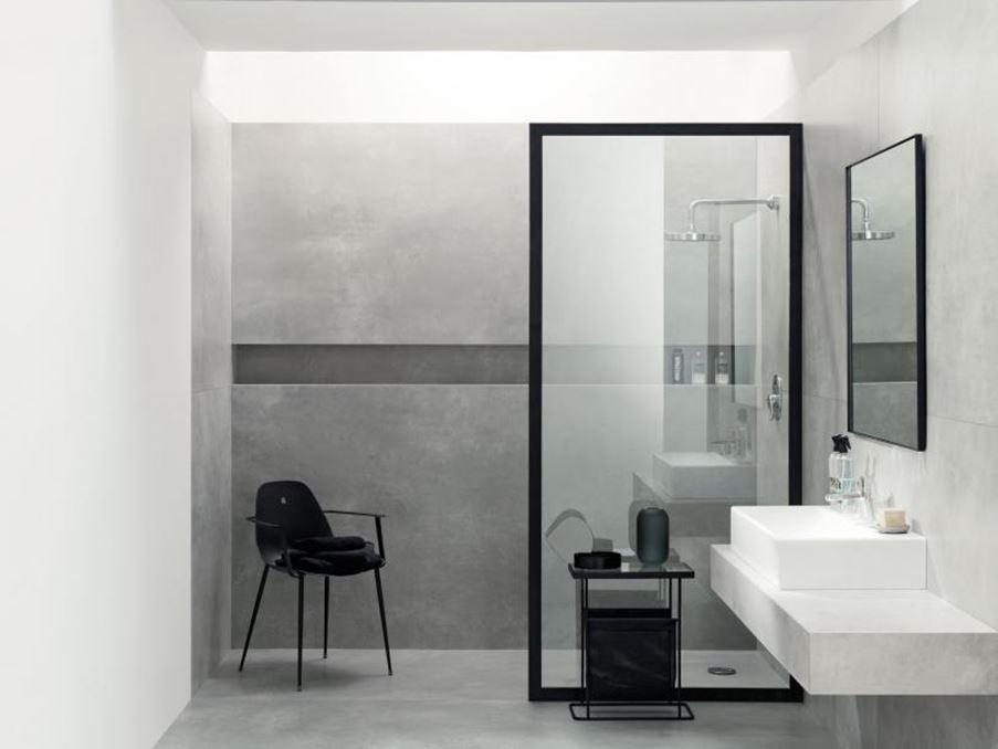 Tubądzin Epoxy i szara łazienka z ciemnymi akcentami