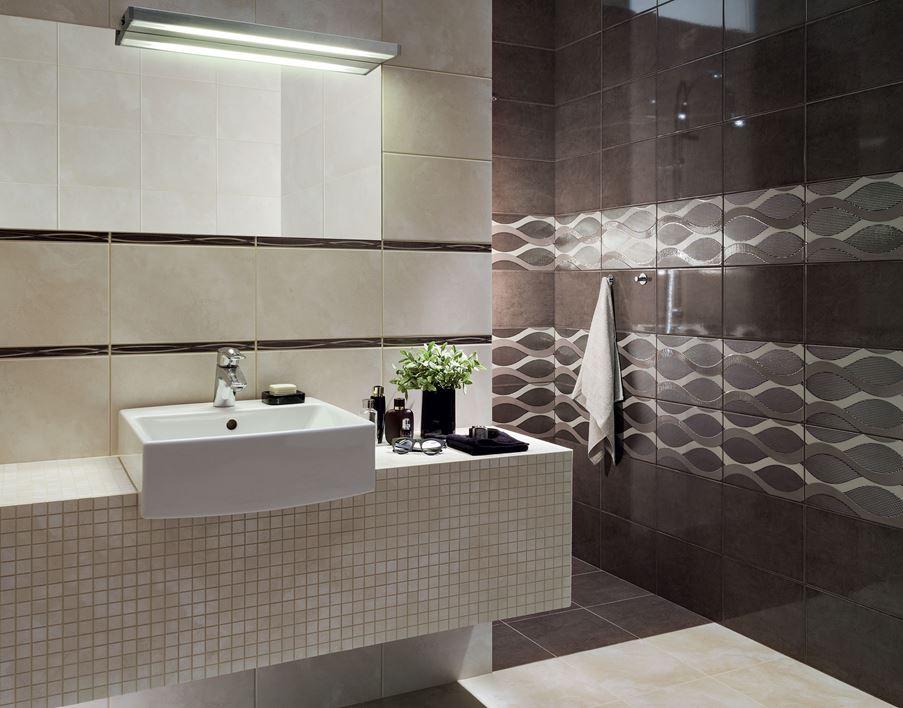 Aranżacja nowoczesnej łazienki w beżach i brązach