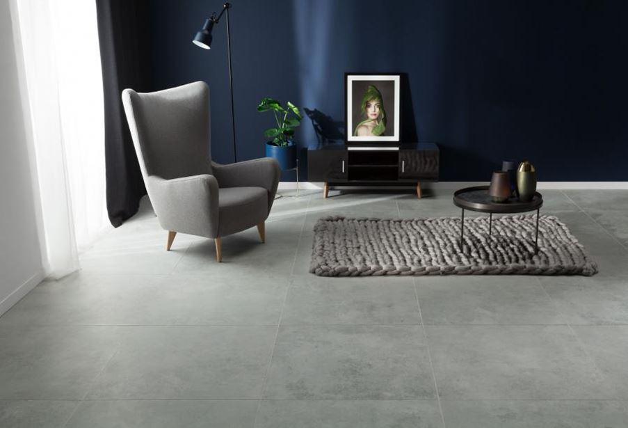 Salon z betonową podłogą Tubądzin Torano