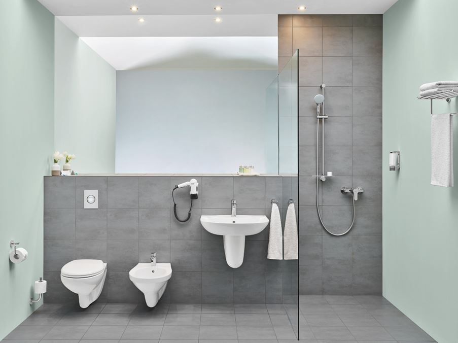 Aranżacja łazienki w szarościach i delikatnej zieleni