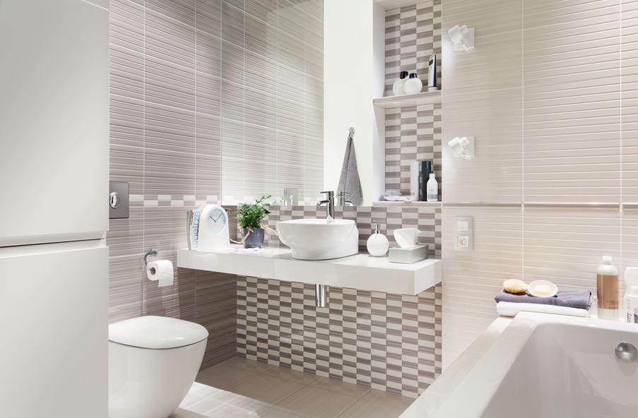 Szaro-biała łazienka wykończona płytką strukturalną