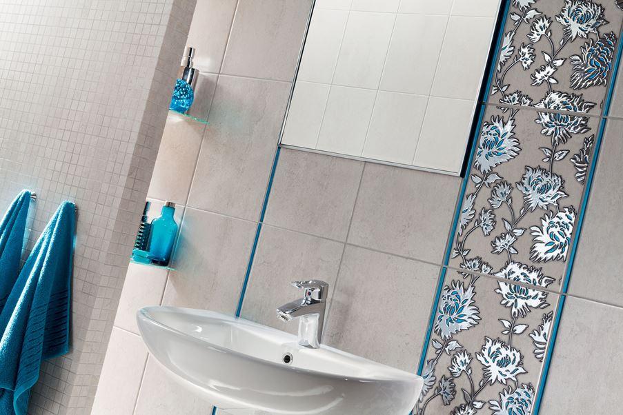 Mozaika i połyskliwe dekory w strefie umywalkowej