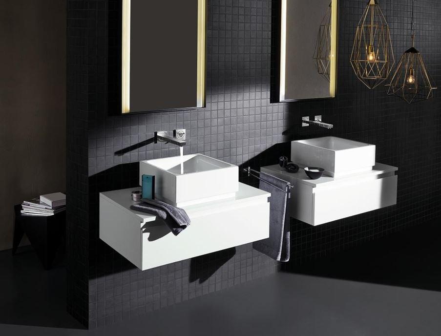 Nowoczesna łazienka z designerskimi bateriami umywalkowymi