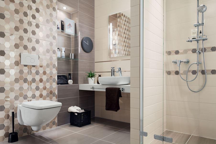 Aranżacja łazienki z geometrycznymi dekorami