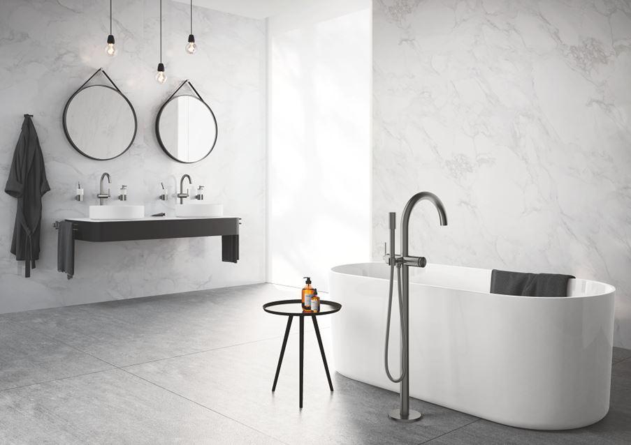 Łazienka glamour w marmurowym wykończeniu