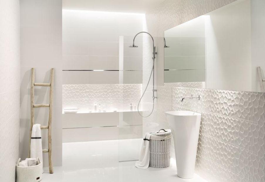 Łazienka w ponadczasowej bieli Tubądzin All in white