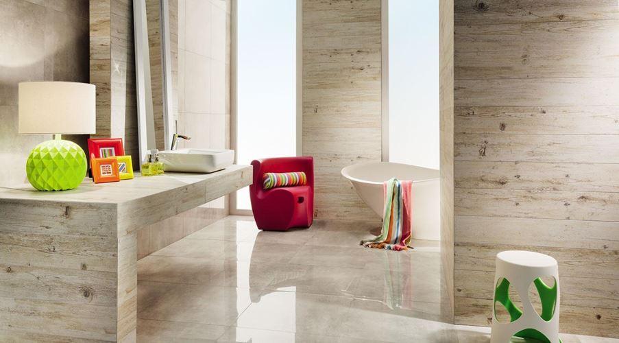 Beżowa łazienka z kolorowym akcentem z Tubądzin Shabby Chic Beige