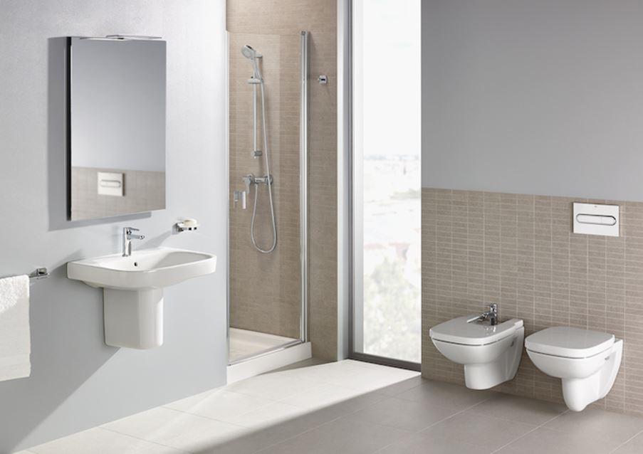 Beżowa łazienka z kolekcją Roca Debba