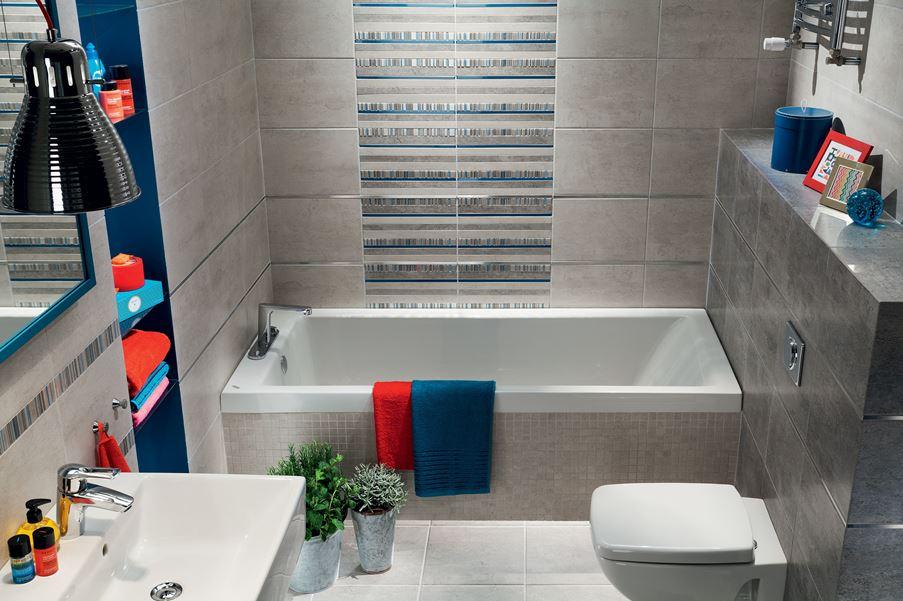 Nowoczesna szara łazienka z niebieskimi akcentami