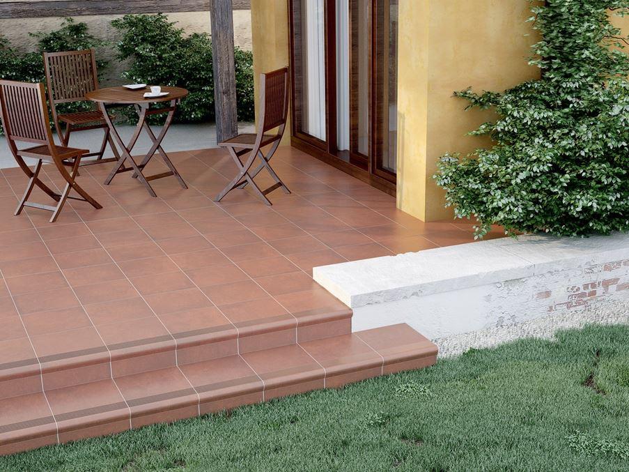 Niewielki taras ze schodkiem na ogródek