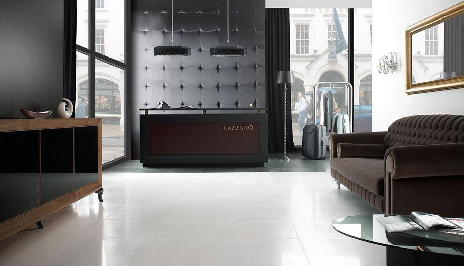 Przestrzeń hotelowa w klasycznej aranżacji